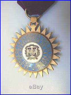 DOMINICAN REPUBLIC LONG SERVICE MEDAL, LARGE ENAMELED GOLD GILT, 1930s, very rare